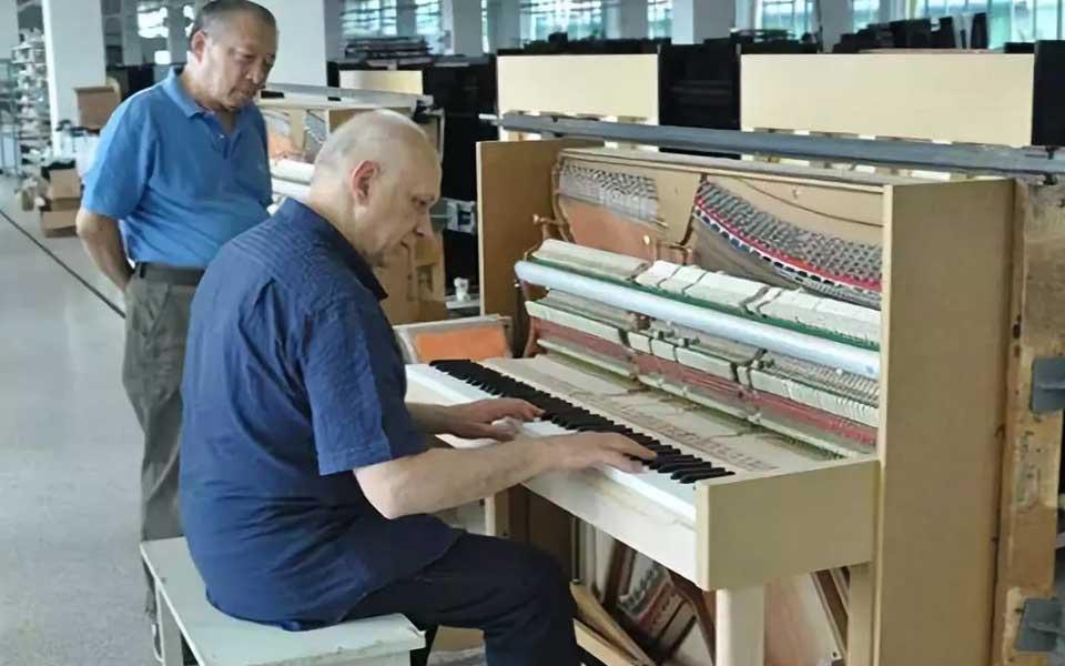 意大利著名钢琴教育家等到访烟台博斯纳
