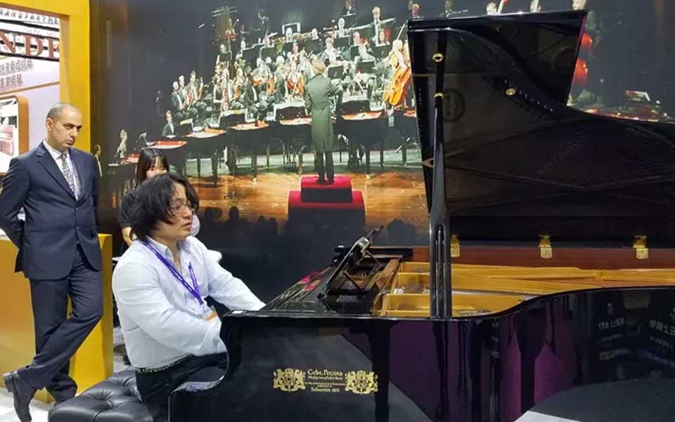 中国著名青年钢琴家平原老师高度评价博斯纳钢琴