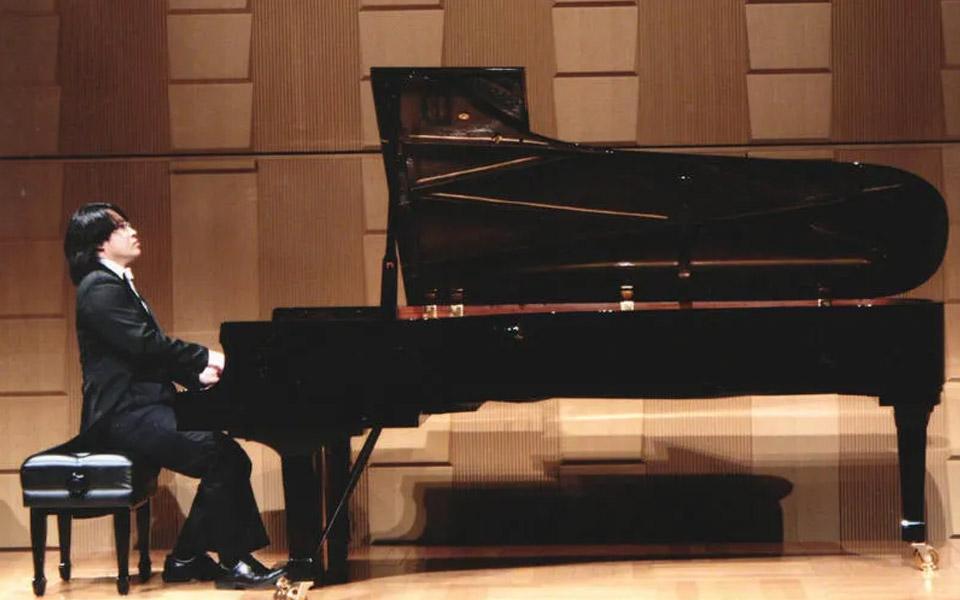 再为一年两夺国际钢琴大赛冠军的平原老师喝彩